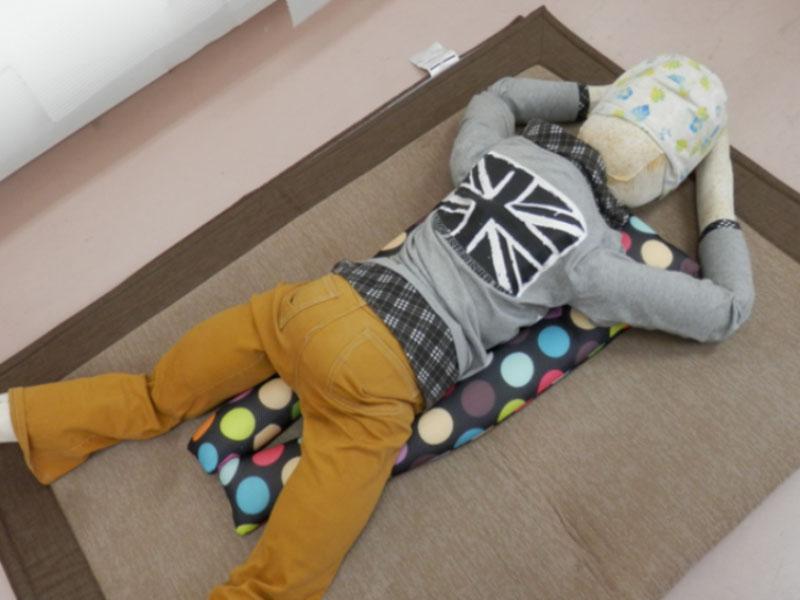 簡單實現孩子在不同的坐臥姿都能輕鬆自在的POYO頭枕式支撐墊